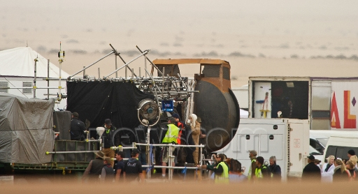 http://www.unificationfrance.com/IMG/jpg/mad_max_fury_road_photos_de_tournage_4.jpg