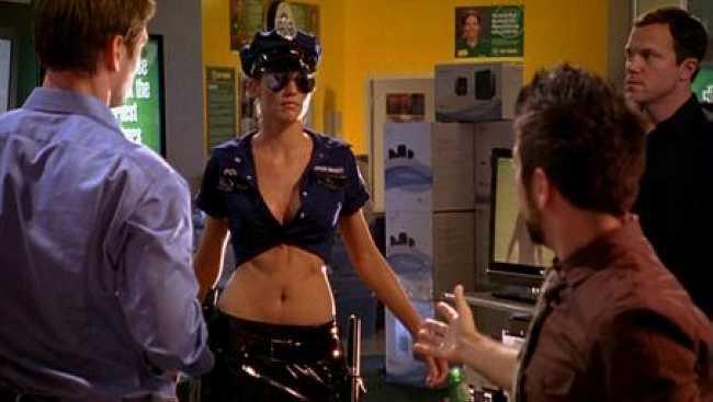 Chuck : Tricia Helfer a fait un striptease - Unification